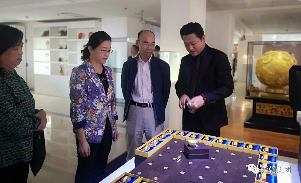 热烈欢迎—国家中宣部、国家统计局、内蒙古自治区一行领导莅临亲朋棋牌客服参观考察