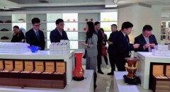 热烈欢迎陕西省榆林市宣传部一行领导莅临亲朋棋牌客服参观考察!
